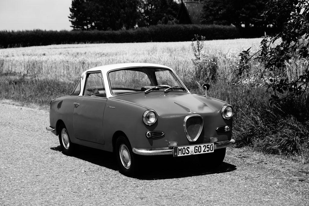 Mein Oldtimer: Goggomobil Coupé. Die Retro-Aufnahme entstand kurz nach Instandsetzung und Lackierung des Oldtimers im Sommer 2019