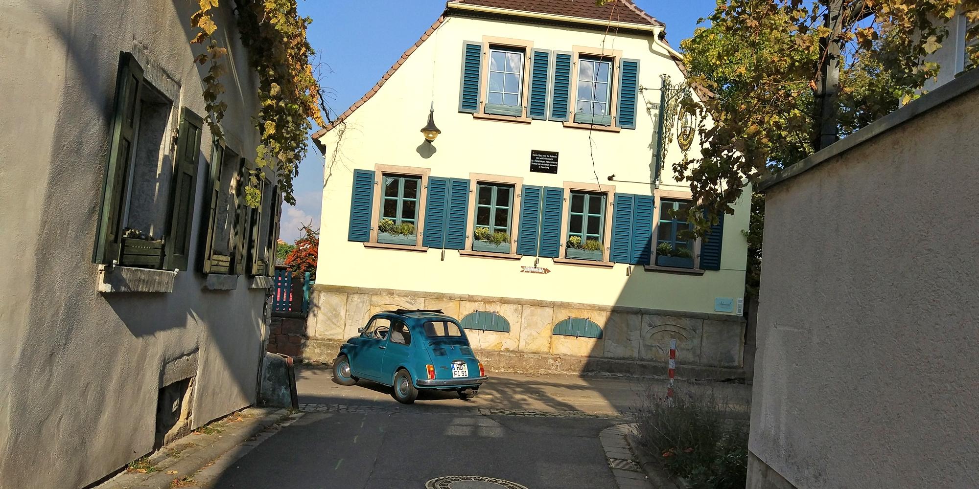 Gemeinsame Ausfahrt in die Pfalz: FIat 500 und Goggomobil Coupé