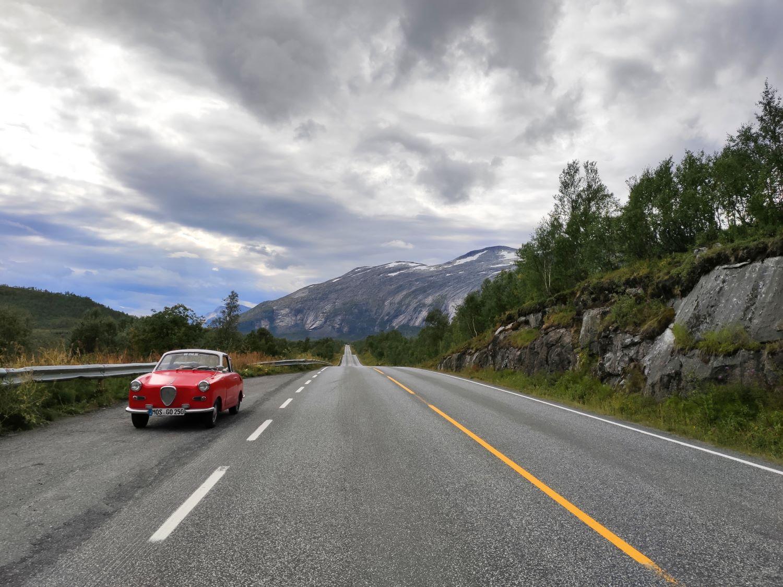 Viele Berge, einsame Straßen