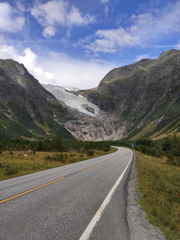 Gletscherzunge vor Tunnel