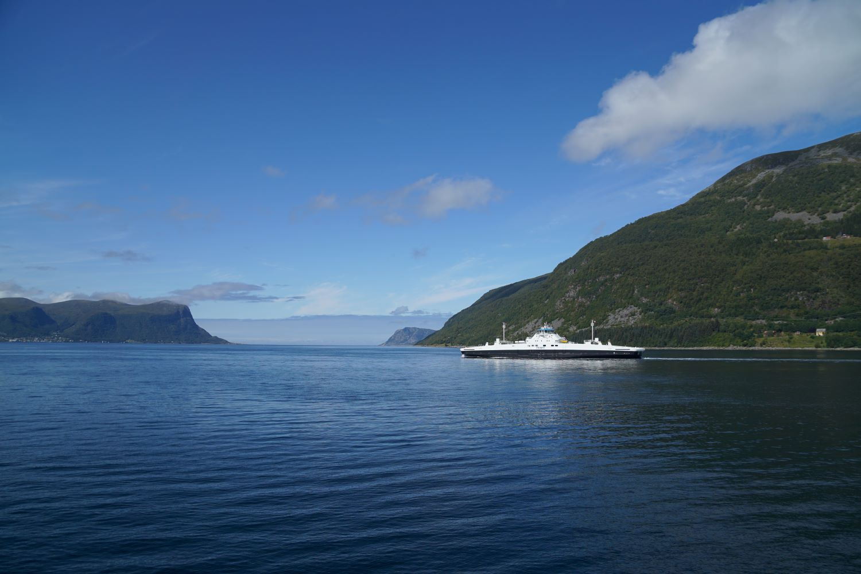 Fjordfähre vor Ålesund: Hareid - Sulesund