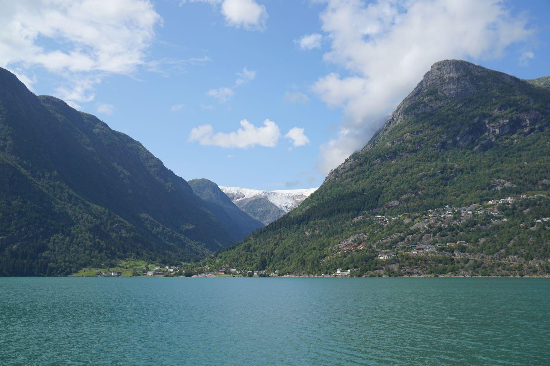 Blick über den Fjord auf den Buarbreen